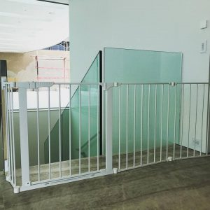 Extra wide child safety gate